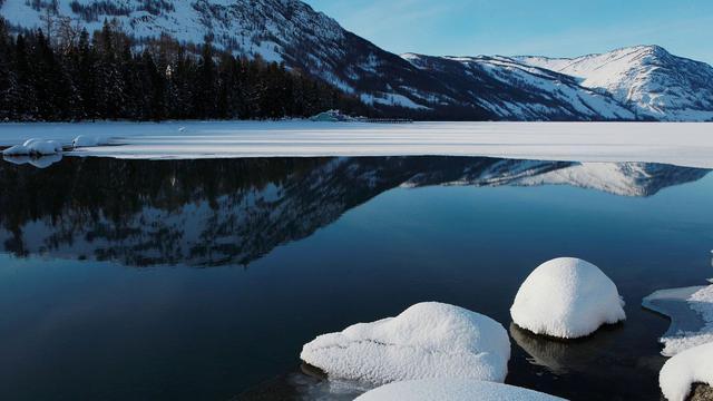冬季喀纳斯湖