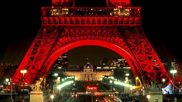 璀璨灯光埃菲尔铁塔