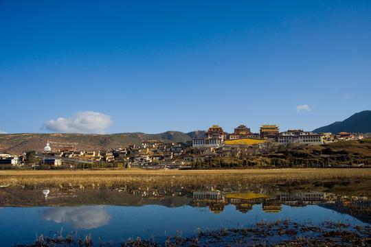 风景名胜云南香格里拉松赞林寺