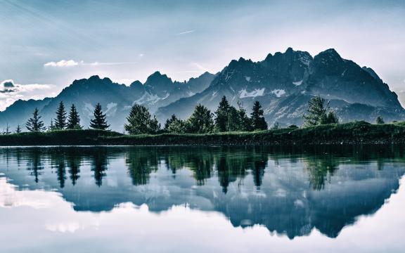 平静的湖泊