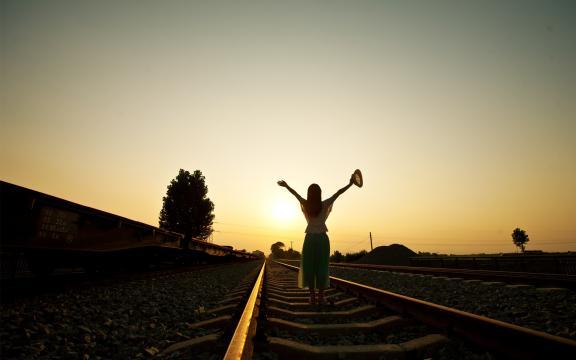 思念像铁轨一样长