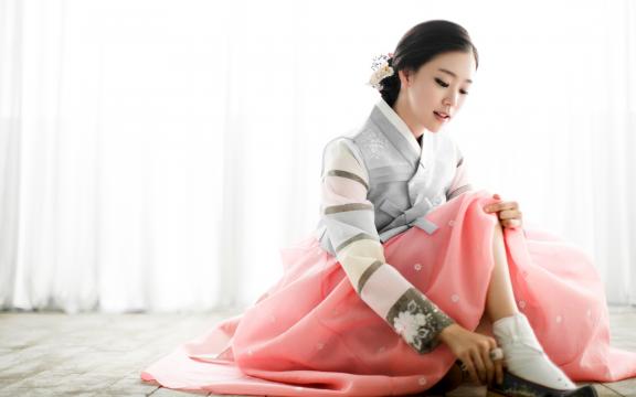 端庄优雅的韩国美女韩服写真