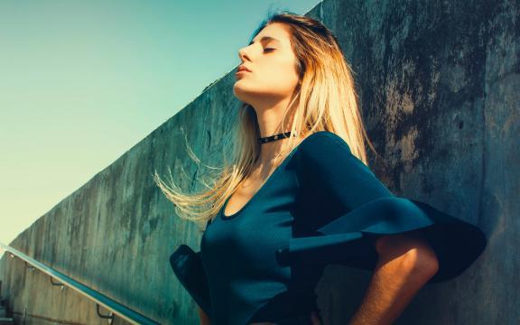成熟时尚的性感欧洲美女写真