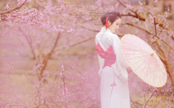 樱花树下的和服气质美女写真