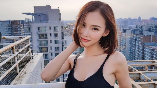 性感迷人的短发极品美女天台写真