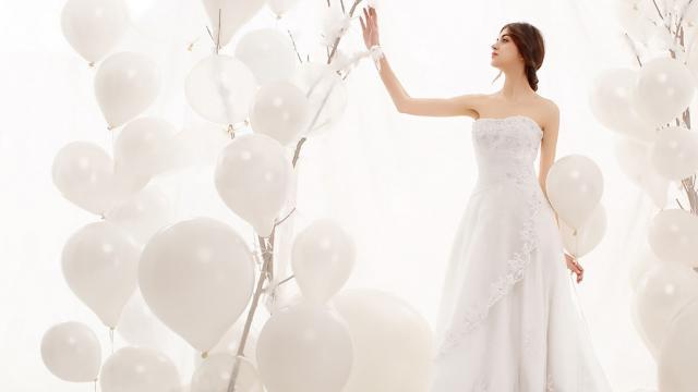 性感优雅的欧洲美女迷人婚纱摄影