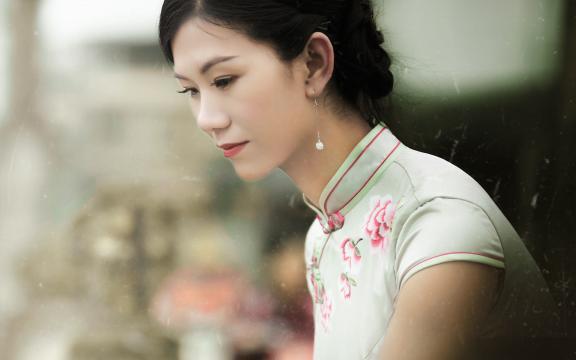 旗袍美女外景气质写真