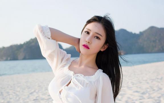清纯美女海边性感小清新写真
