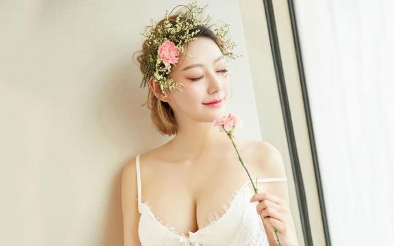 清纯美丽的花仙子