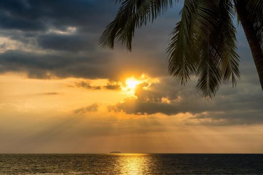 乌云后面的太阳