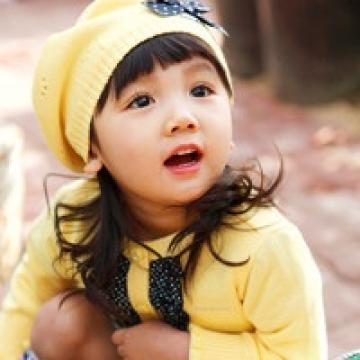 那纯真的快乐小女孩