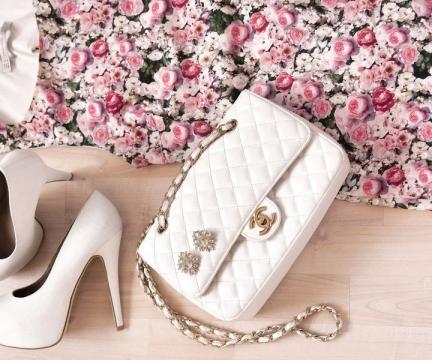 漂亮的白色包包