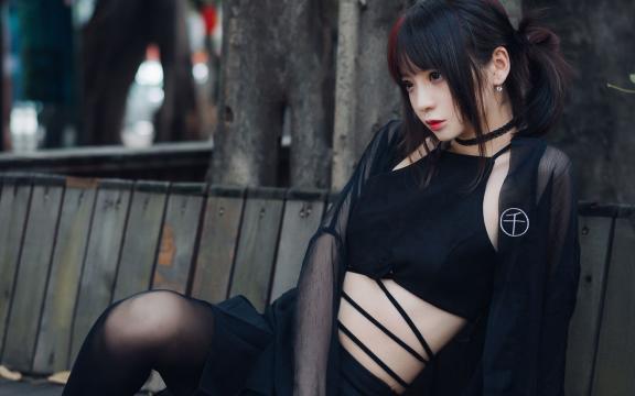 可爱性感的青春不良美少女
