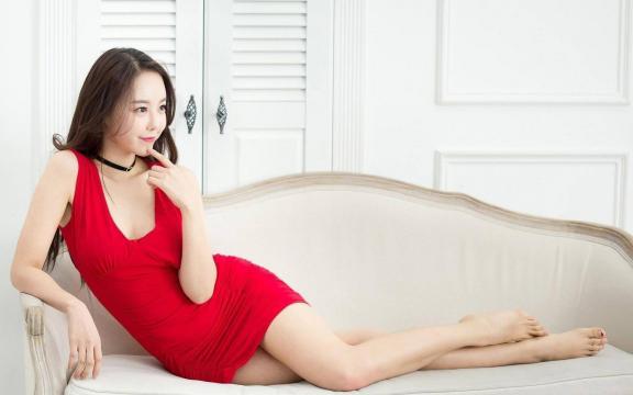 性感的红衣女孩