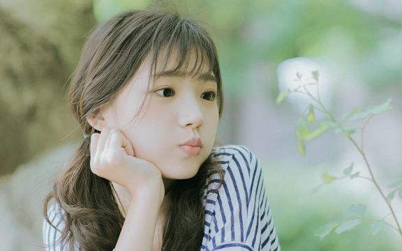 清纯美女夏日户外写真