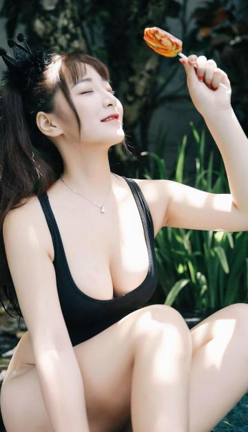 大胸美女模特性感诱人写真