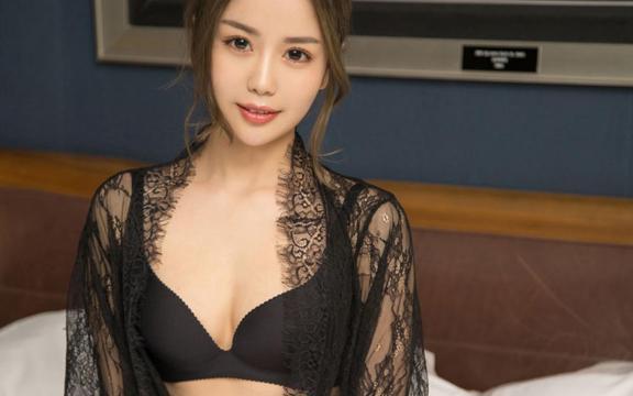 蕾丝大胸美女性感透视装酥胸写真